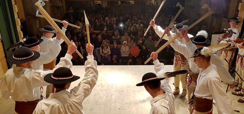 Wyniki popisów par tanecznych i konkurs tańca zbójnickiego w ramach 45. Góralskiego Karnawału